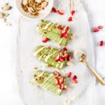dairy-free-matcha-popsicles-with-white-chocolate-pistachio-and-strawberries
